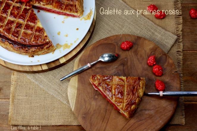 galette, pralines roses, les filles à table