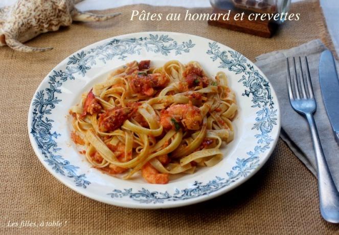 pâtes, homard, crevettes, les filles à table