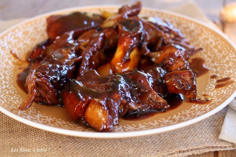rouelle de porc, caramel, oignons, les filles à table
