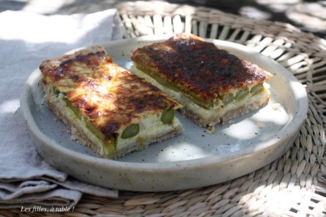 tarte, asperges, grana padano, les filles à table