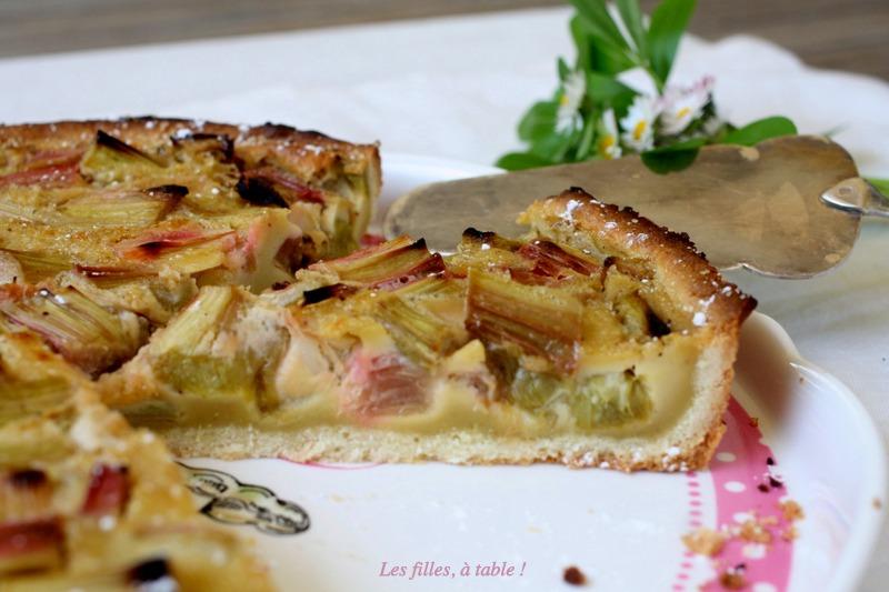 tarte, rhubarbe, les filles à table