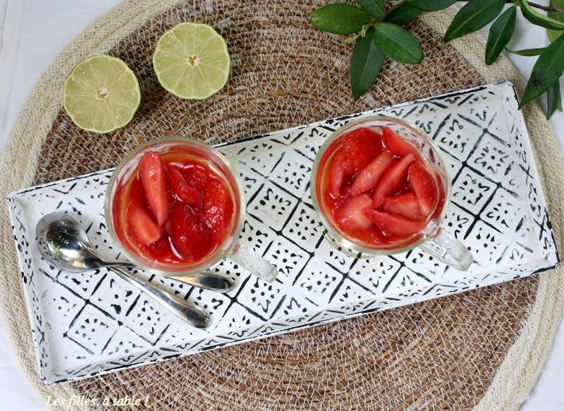 mousse, brocciu, fraises, les filles à table