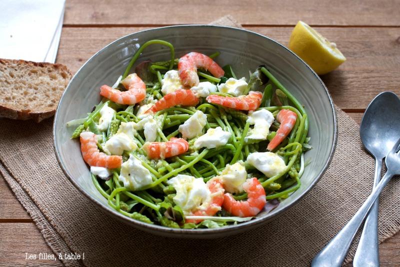 salade, asperge des bois, ornithogales, crevettes, les filles à table