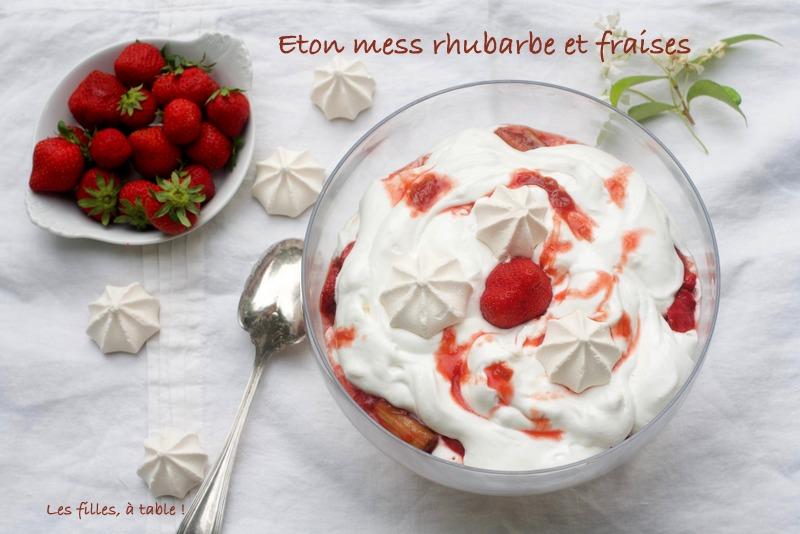 eton mess, fraises, rhubarbe, les filles à table