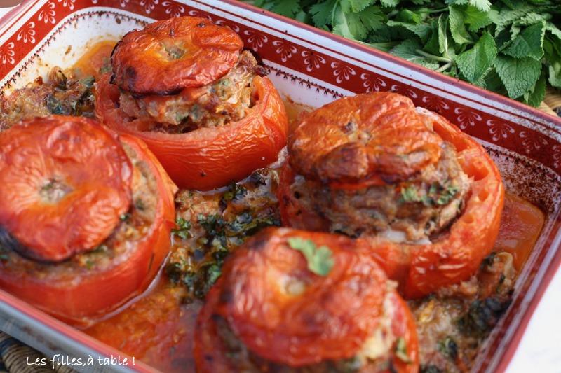 tomates farcies, épices, menthe, coriandre, les filles à table
