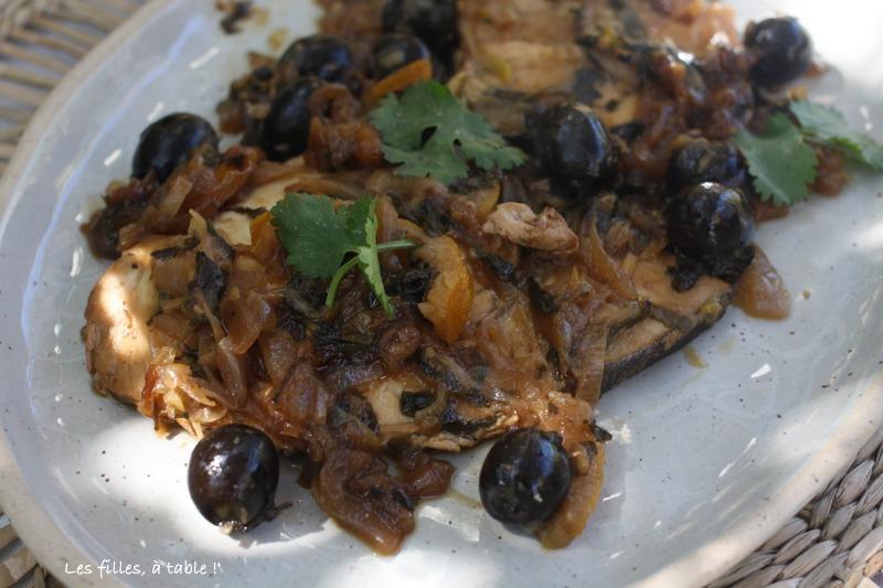 espadon, citron, olives, les filles à table
