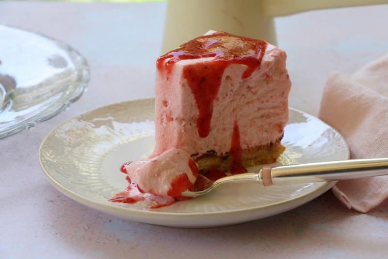 Gâteau nuage glacé aux fraises