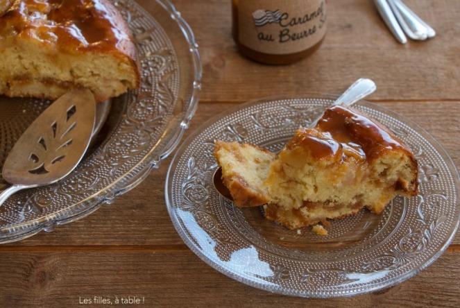 Gâteau aux poires, caramel et lait ribot