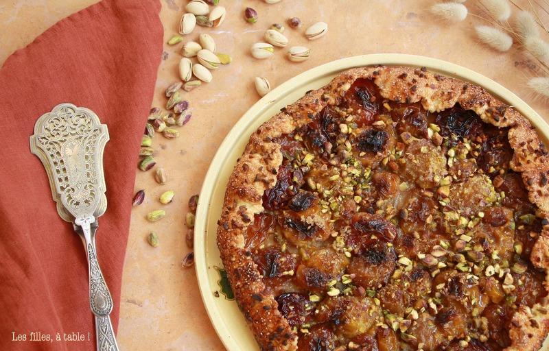 Tarte rustique aux prunes et pistaches